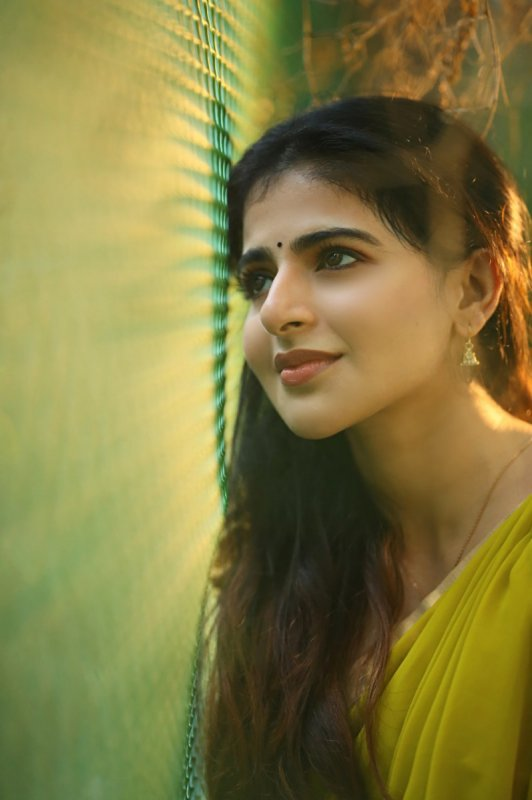 Iswarya Menon Indian Actress 2020 Photos 2444