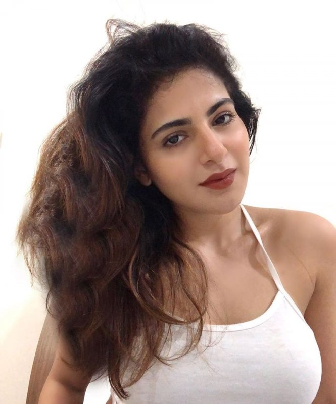 Iswarya Menon Indian Actress New Gallery 6879