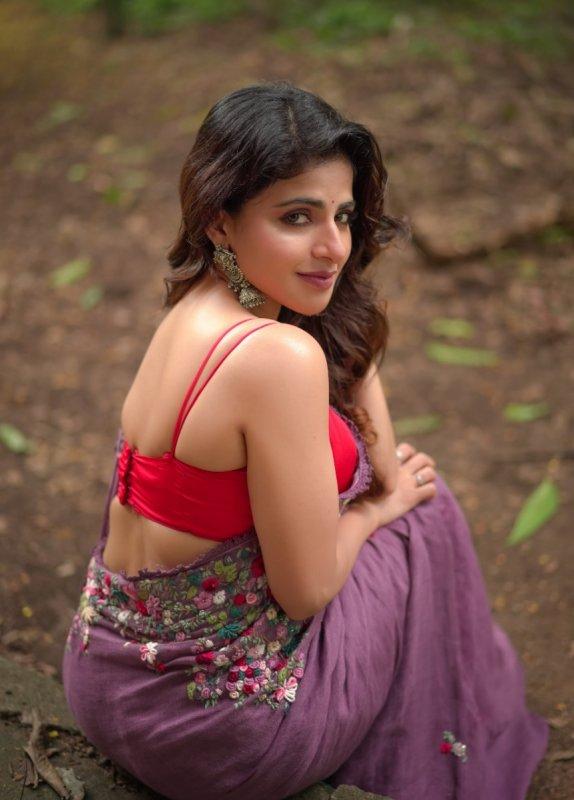 May 2020 Still Iswarya Menon Tamil Actress 7432