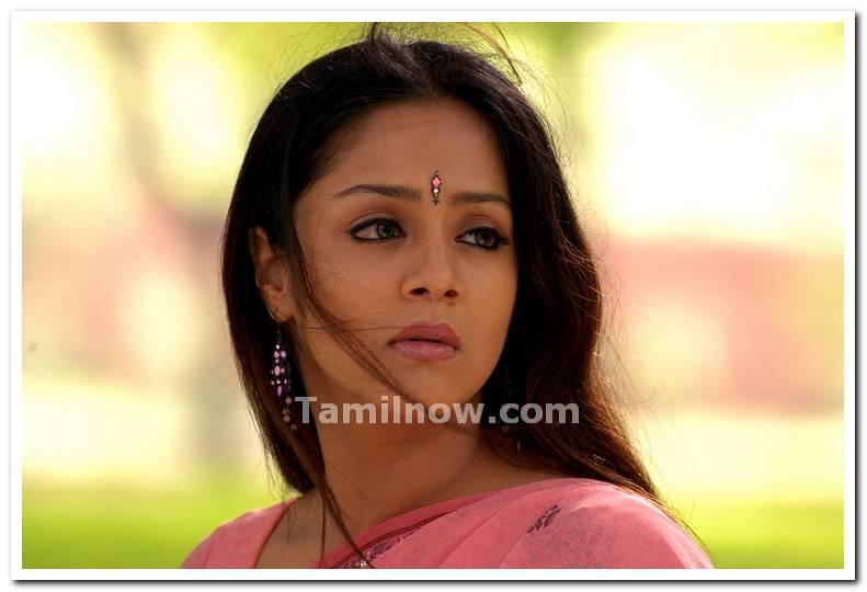 Jyothika - Wallpaper Image