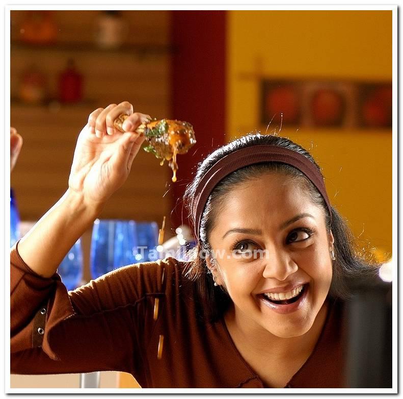 jyothika still 2   tamil actress jyothika photos
