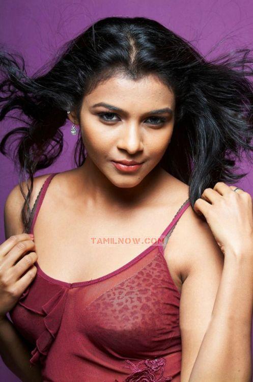 Actress Without Bra Actress Kadhal Saranya 2258