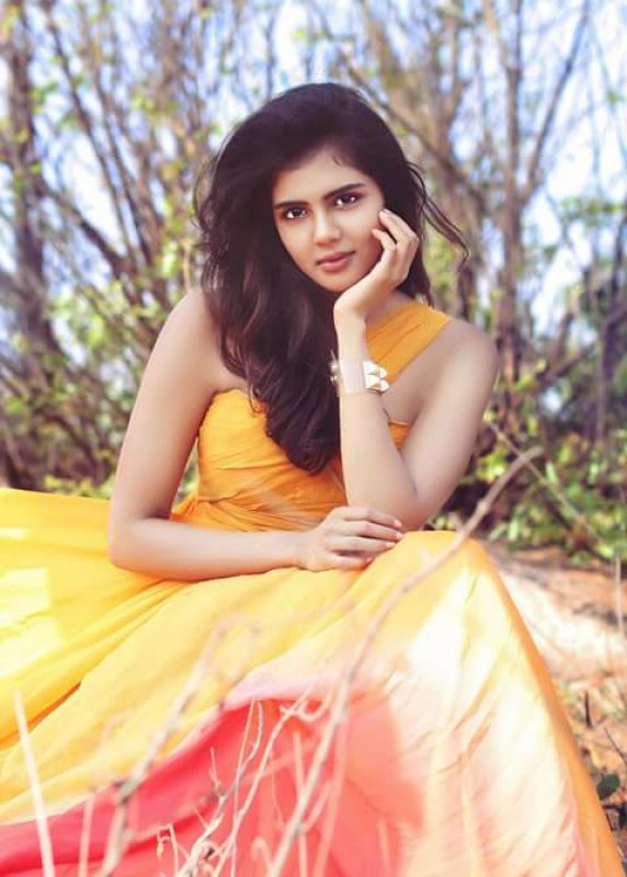 Kalyani Priyadarshan Indian Actress Latest Wallpaper 401