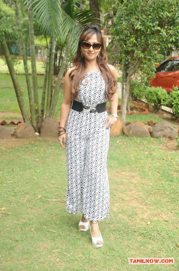 Actress Maanu Stills 7429