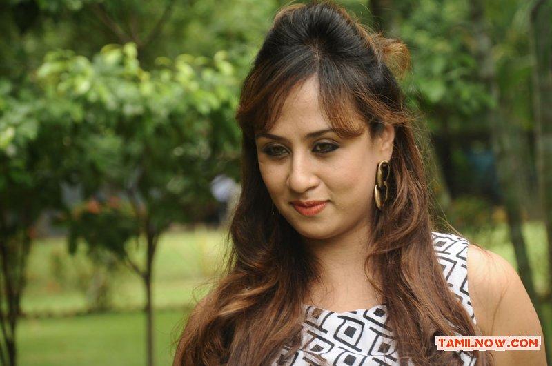 Tamil Actress Maanu 1028