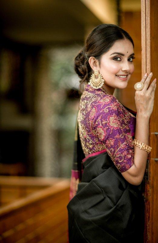 Recent Pictures Movie Actress Mahima Nambiar 616