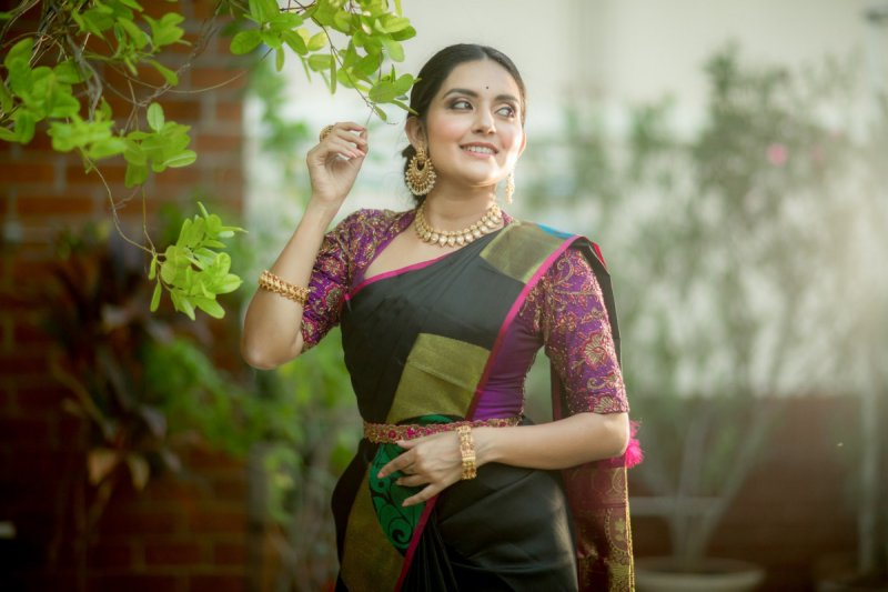 South Actress Mahima Nambiar Latest Pics 3039