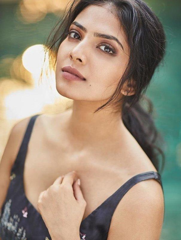 Latest Pics Malavika Mohanan Tamil Movie Actress 7268
