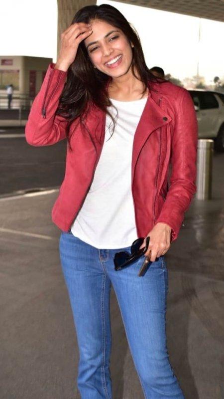 New Pics Malavika Mohanan Movie Actress 2215