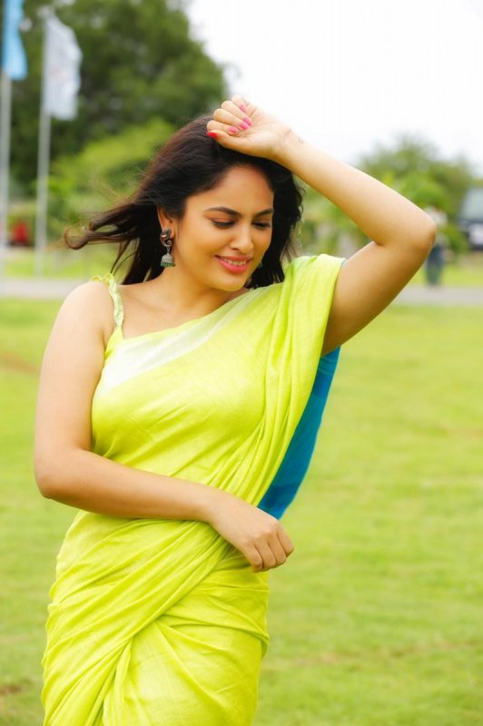 Pictures Tamil Heroine Nandita Swetha 6054