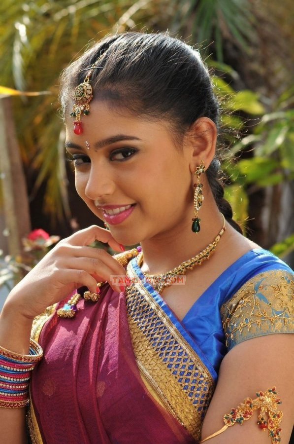 Actress Neeti Taylor 2561