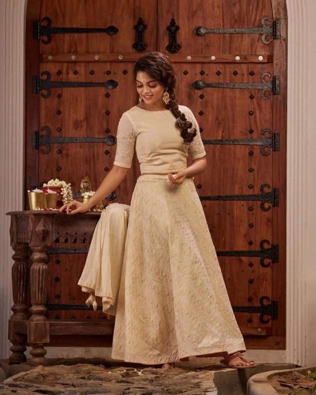 Tamil Actress Nikhila Vimal Pics 19