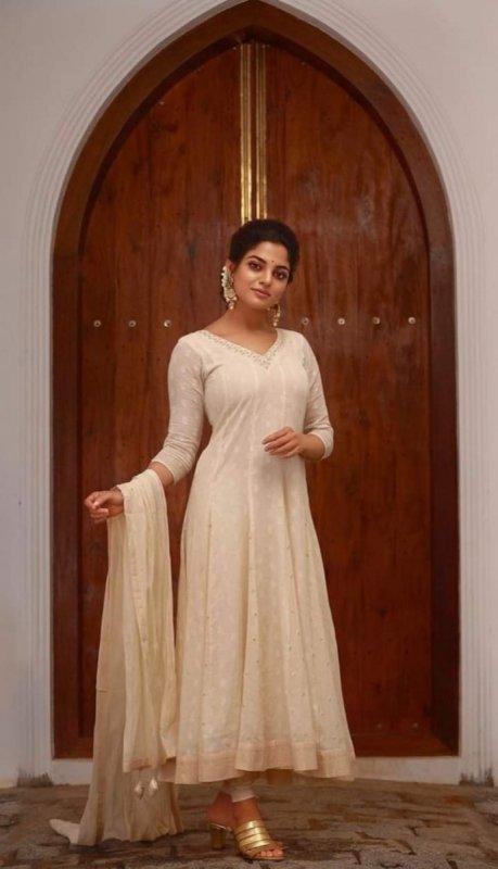 Tamil Heroine Nikhila Vimal 2020 Albums 3634