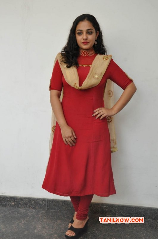 Tamil Heroine Nithya Menon New Image 9277