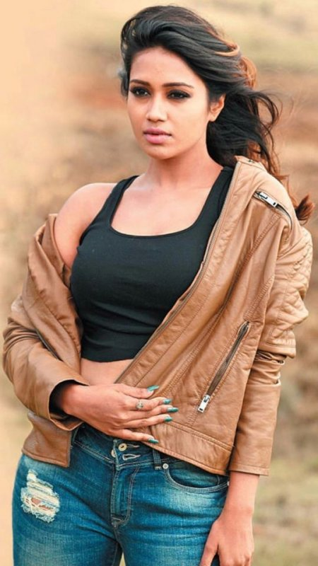 Nivetha Pethuraj Movie Actress New Still 8851