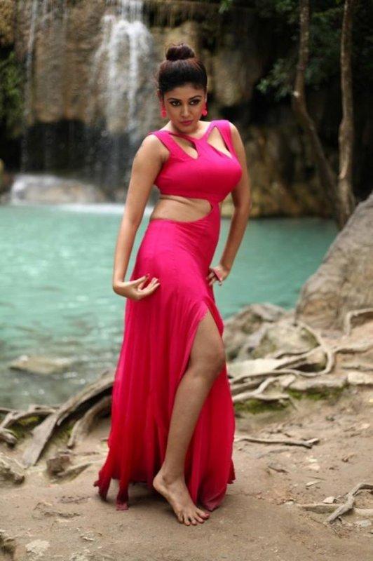 Albums Actress Oviya 1125