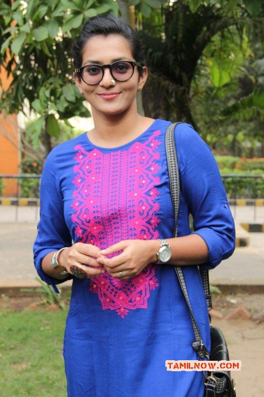 Recent Stills Parvathy Thiruvoth Movie Actress 3060