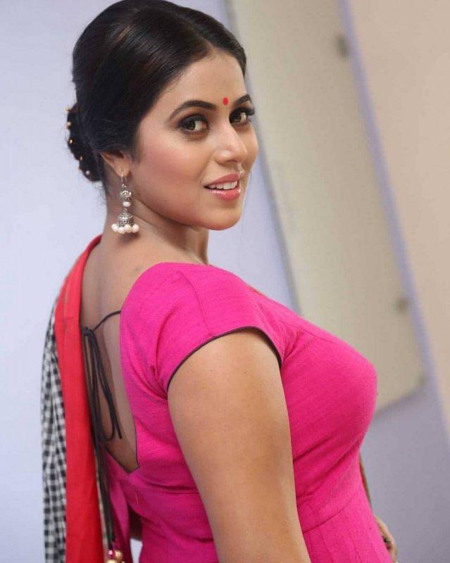 2020 Albums Poorna Actress 7722