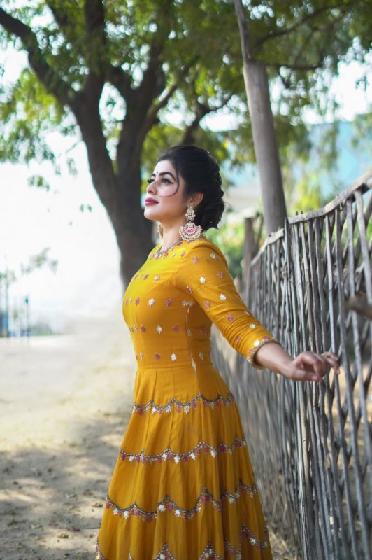 Poorna Film Actress Latest Wallpaper 8895