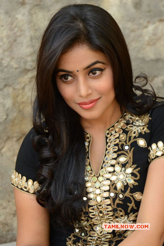Poorna Indian Actress Oct 2015 Pictures 5536