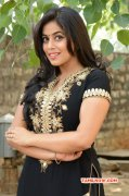 Tamil Heroine Poorna New Wallpapers 1480