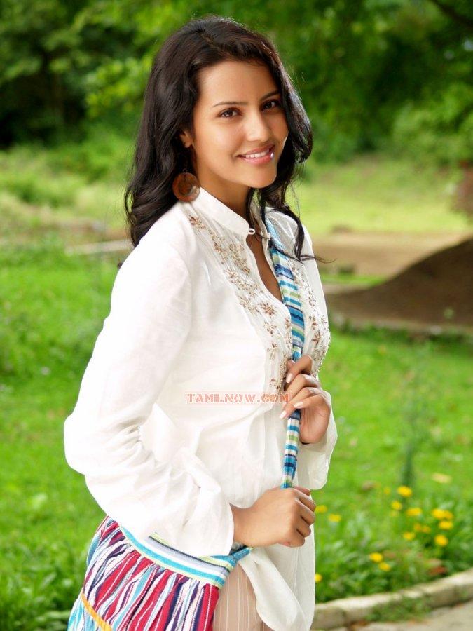 Actress Priya Anand 664