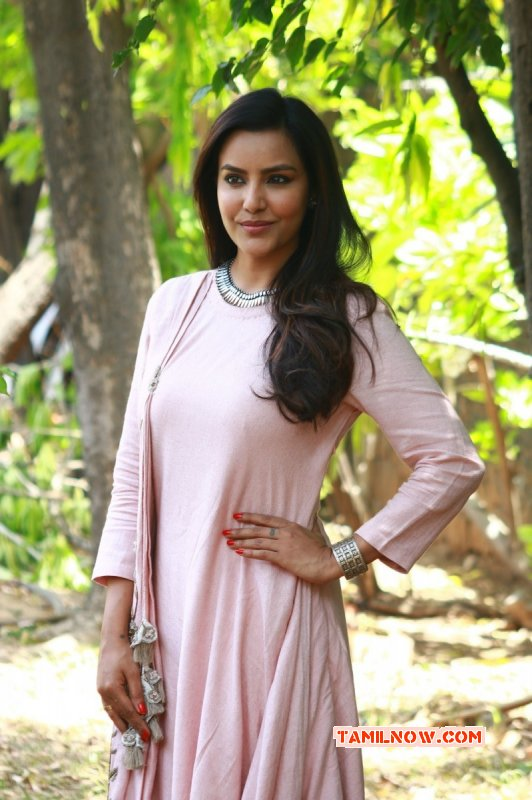 Latest Gallery Tamil Actress Priya Anand 6419