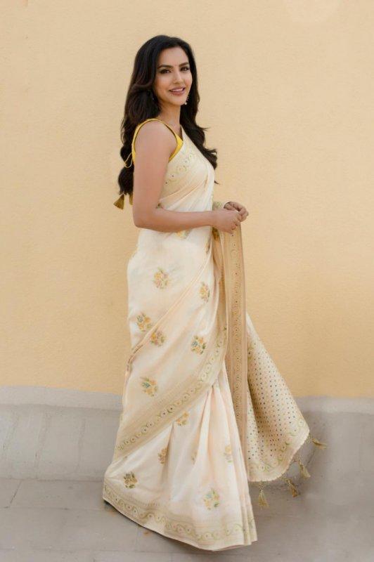 Priya Anand Album 6426