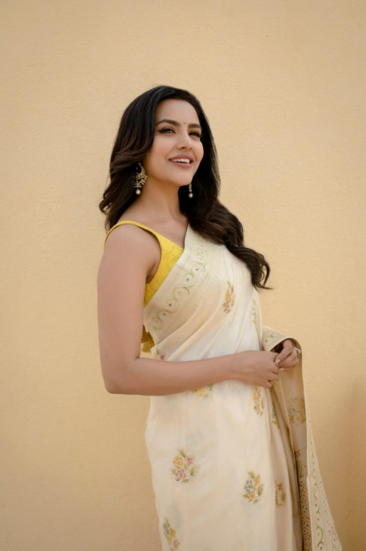 Priya Anand New Picture 2737