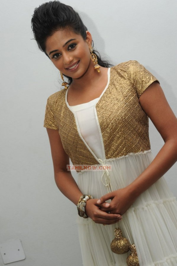 Actress Priyamani 5229