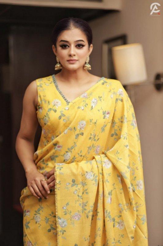 New Galleries Tamil Actress Priyamani 274