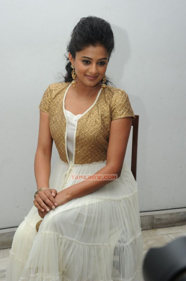 Tamil Actress Priyamani 3535