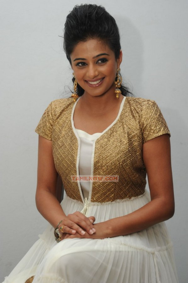 Tamil Actress Priyamani Photos 8253