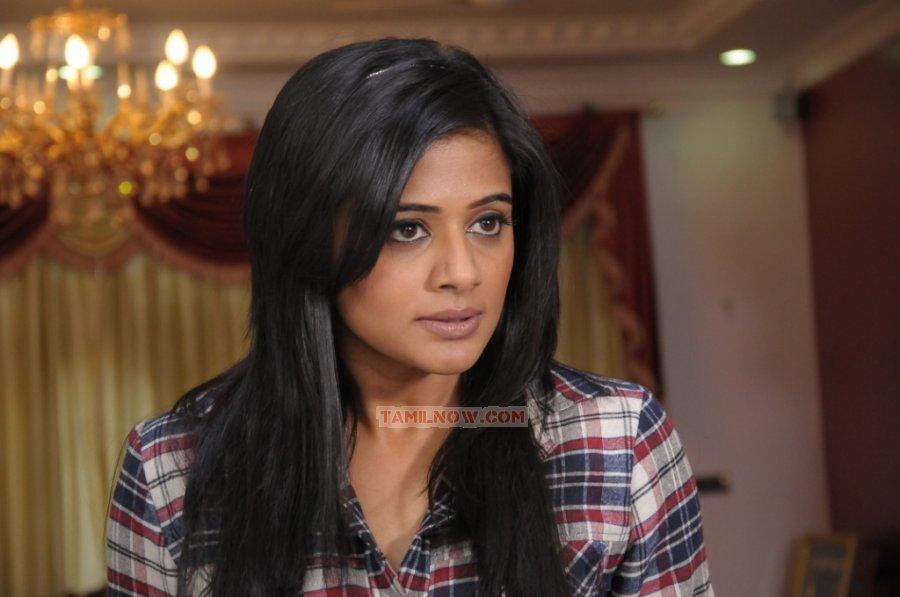 Tamil Actress Priyamani Photos 8606