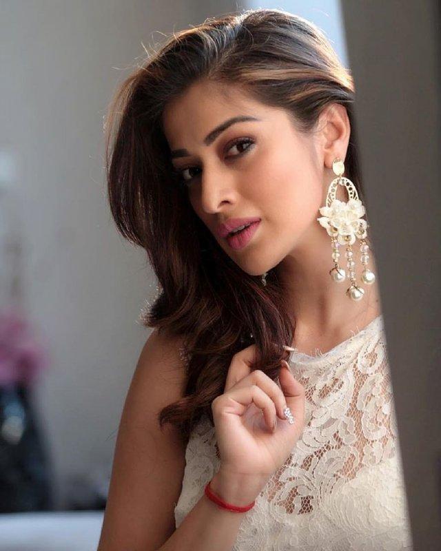 Film Actress Raai Laxmi Wallpapers 5860