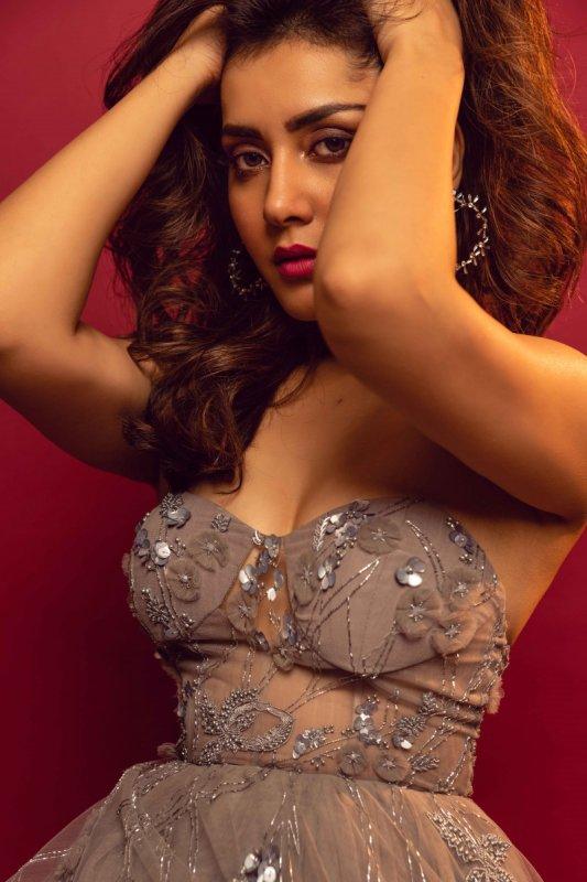 2019 Pic Cinema Actress Raashi Khanna 5882