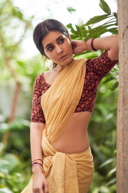 Nov 2020 Pic Raashi Khanna Tamil Heroine 9514