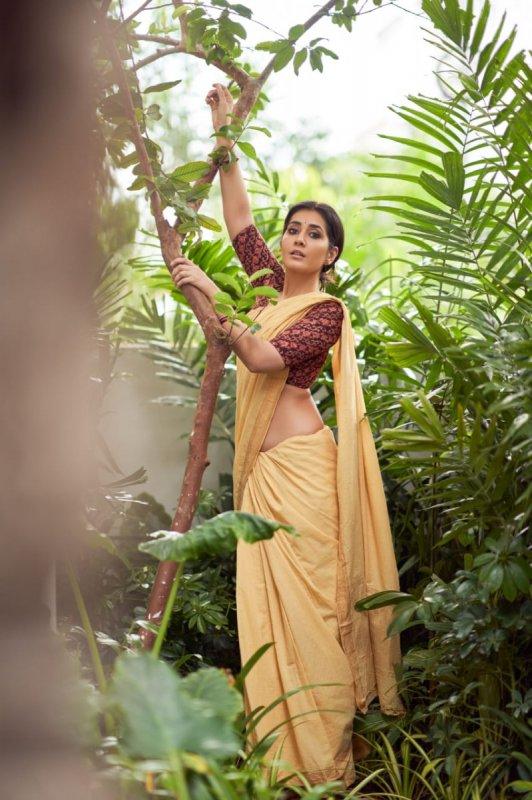 Raashi Khanna Film Actress Latest Still 8040