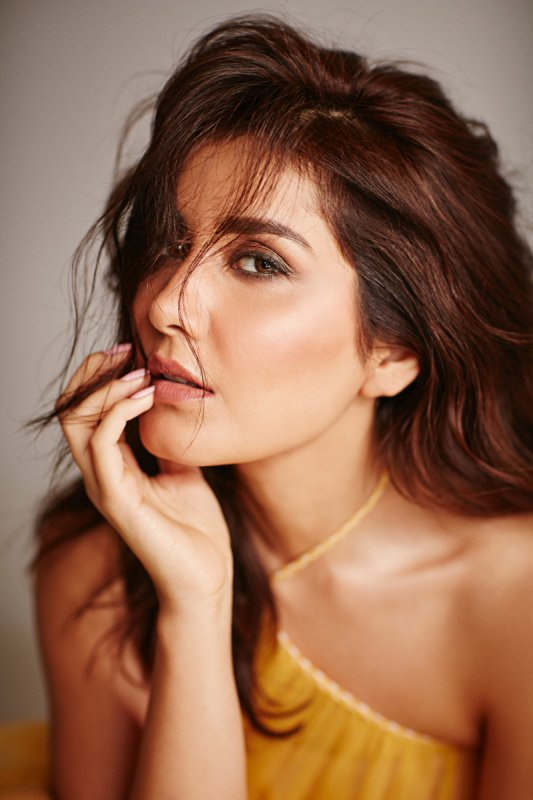 Recent Albums Heroine Raashi Khanna 7500