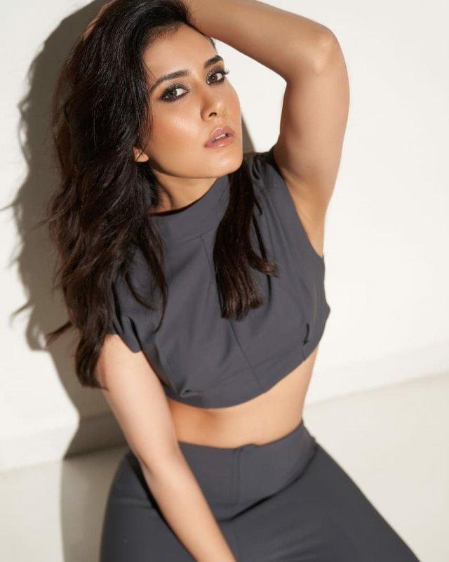 South Actress Raashi Khanna Wallpaper 2945