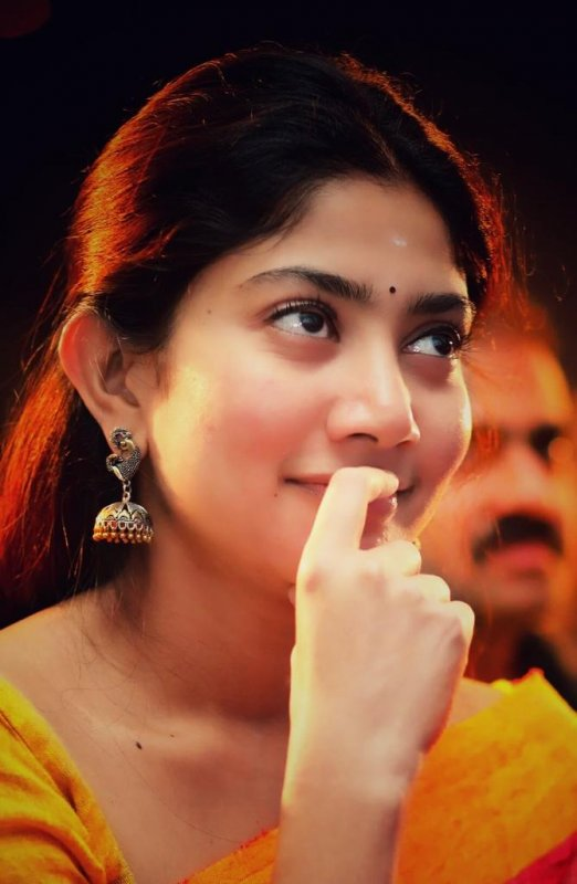 Recent Still Tamil Heroine Sai Pallavi 5513