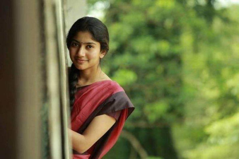 Sai Pallavi Actress New Galleries 9798