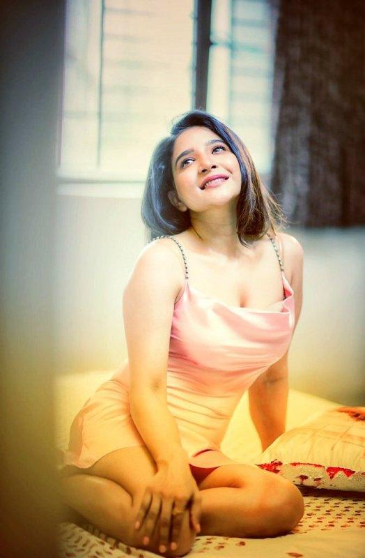 2020 Still Heroine Sakshi Agarwal 2373