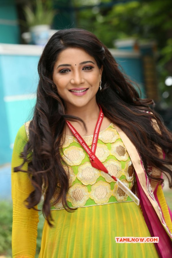 Galleries Heroine Sakshi Agarwal 9836