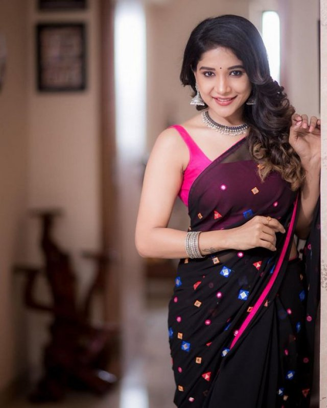 Latest Album Sakshi Agarwal Indian Actress 2038