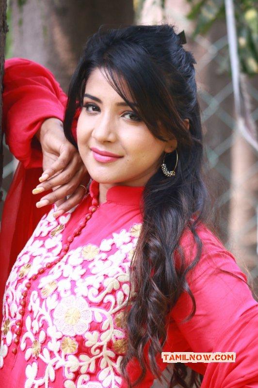 Mar 2015 Pictures Tamil Movie Actress Sakshi Agarwal 8808