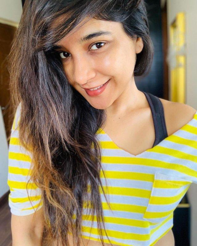 Movie Actress Sakshi Agarwal Latest Images 2240