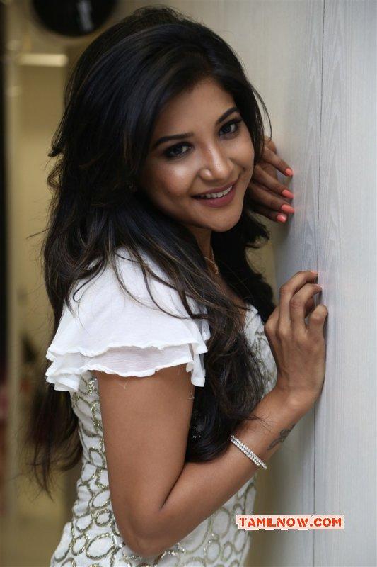New Pictures Sakshi Agarwal Cinema Actress 9091