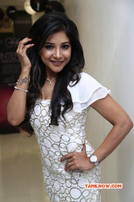 Recent Pics Sakshi Agarwal Heroine 5653