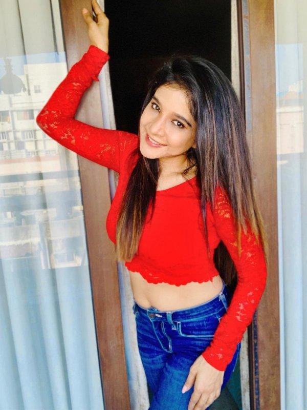 Sakshi Agarwal Latest Album 4498